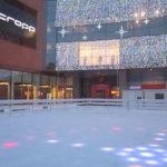 lodowisko obok galerii